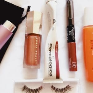 Summer Beauty + Fitness Finds for Hot Weather Vacations!